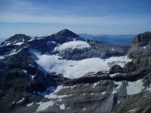 Glacera del Mont Perdut (Hosca) Font: http://www.climaynievepirineos.com/Consulta: 15/06/2016]