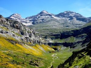Vall d'Ordesa (Osca) Font: http://geomorfologiateresarom.blogspot.com.es/ Consulta: 15/06/2016]